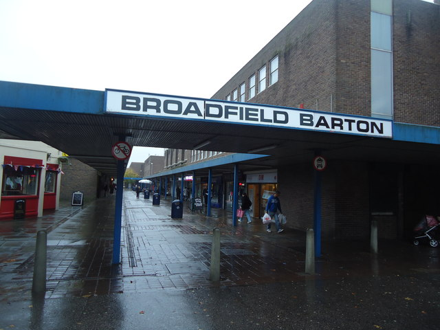 broadfield barton shopping precinct      u00a9 stacey harris cc