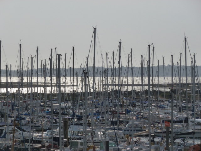 Lymington: many, many masts