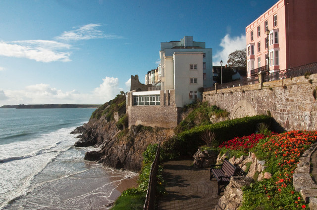 Gardens, Holiday Apartments and Hotel above South Beach - Tenby