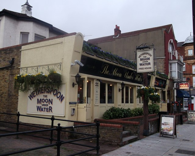 The Moon under Water, Public House, Norbury