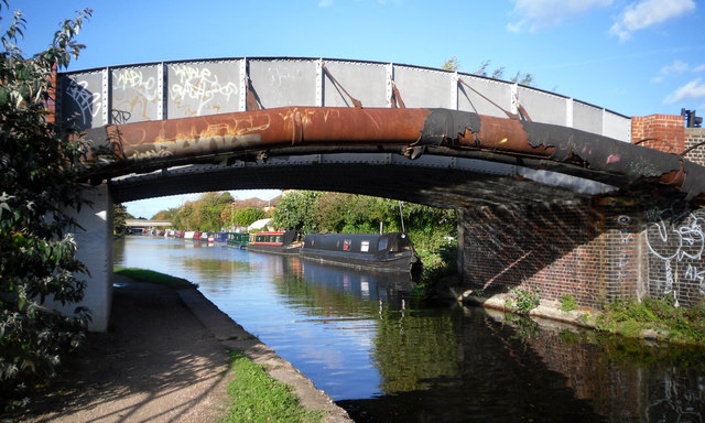Grand Union Canal by Cowley Mill Road