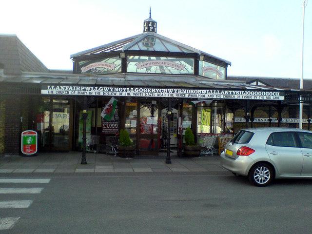 James Pringle Weavers outlet at Llanfairpwllgwyn station car park