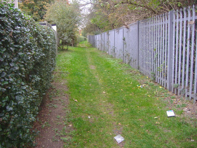 Public footpath along railway line, South Oxhey