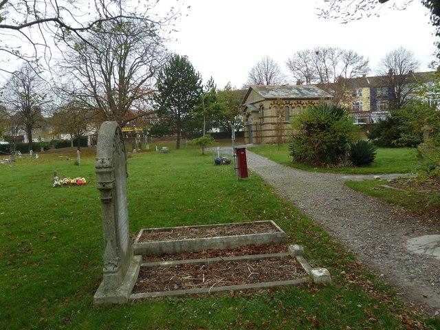 An autumnal walk through Highland Road Cemetery (43)