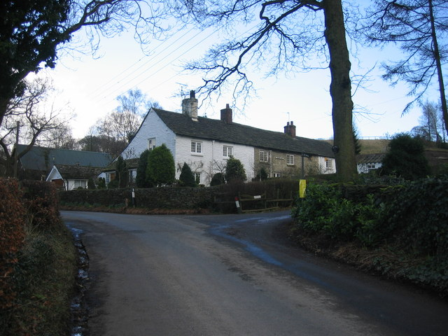 Cottages on the corner of the road to Birchencliffe