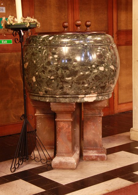 Christ Church, Brixton Road, North Brixton - Font