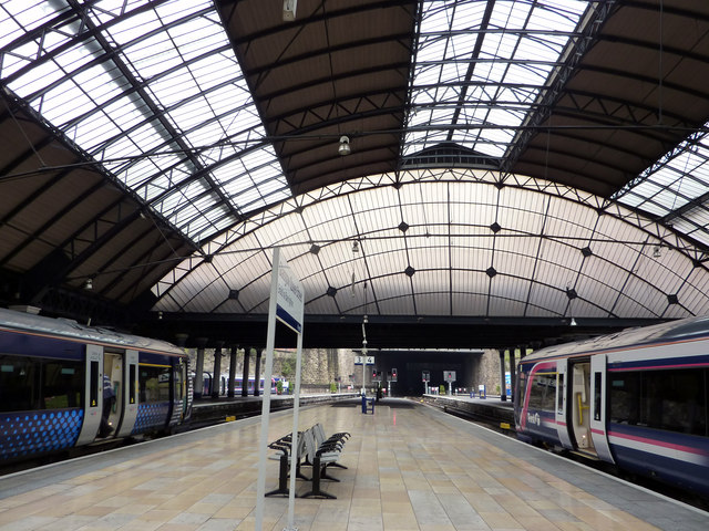 Platforms 3 and 4 at Glasgow Queen Street