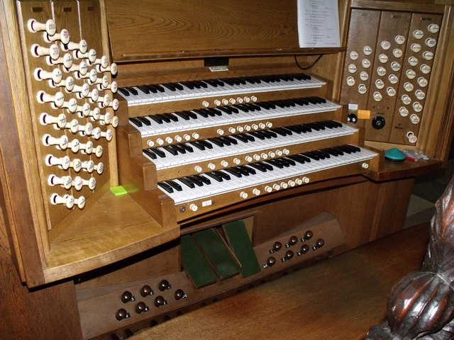 Organ Console, St Mary Magdalene church, Newark