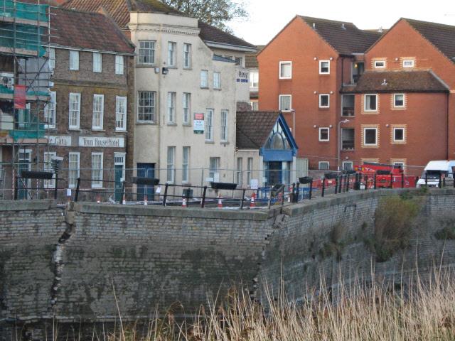 Collapsing flood wall, Bridgwater