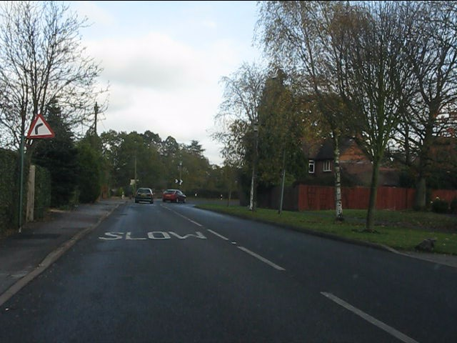 Aylesbury Road approaching a tight bend