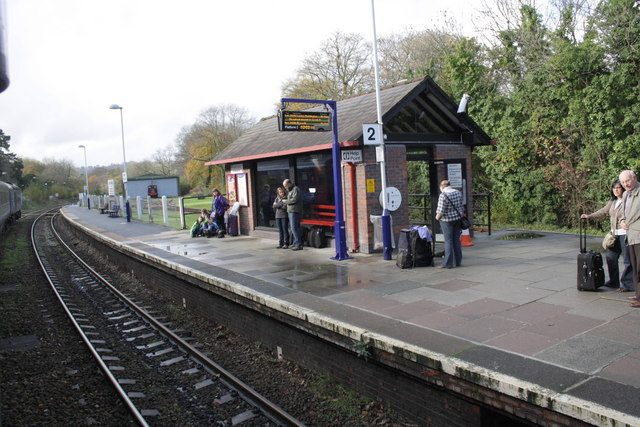 up platform waiting shelter of bodmin     u00a9 roger templeman