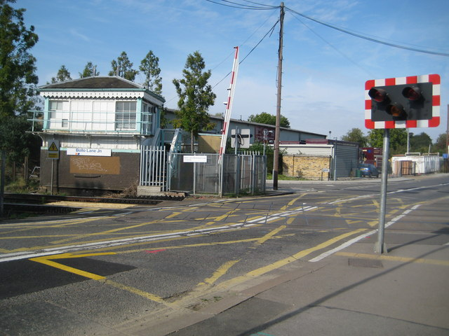 Acton Green: Bollo Lane Junction signal box and level crossing