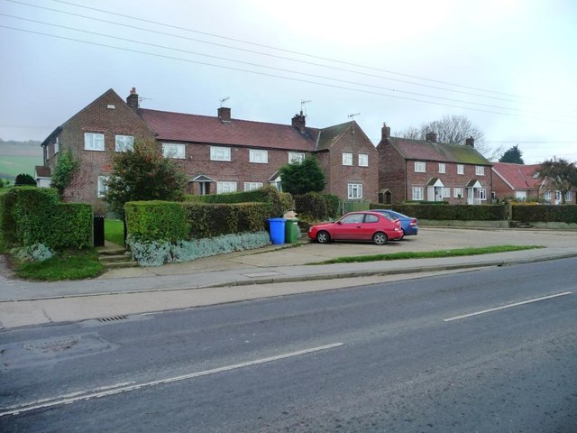 Houses at the eastern end of Flixton