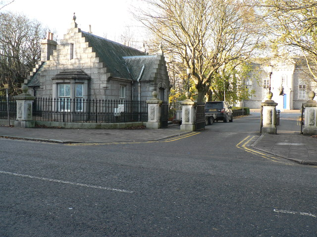 Pillared entrance & Gate House