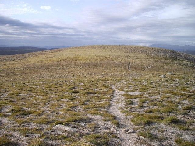 Carn an Fhidhleir, summit plateau