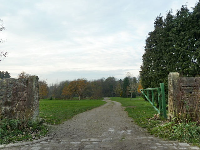 Road to Fairfield Golf Clubhouse off King's Road