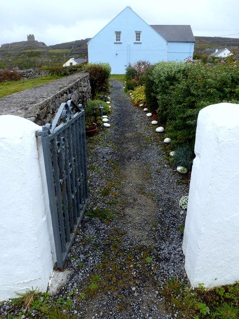 Inis Oírr garden path