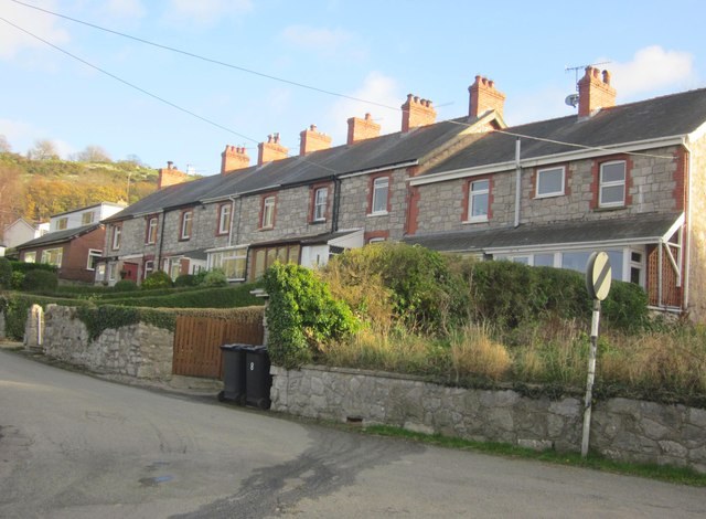 Tai teras yn Rhyd-y-Foel / Terraced housing at Rhyd-y-Foel