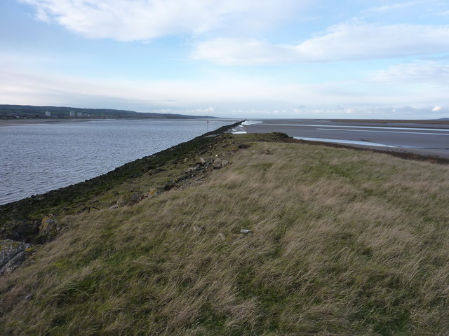 The high embankment canalising the Dee drops to a lower level as it proceeds NW towards the open sea.