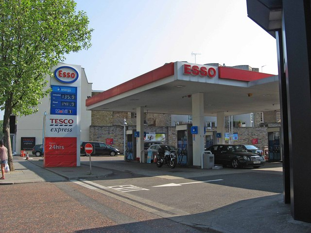 Esso Service Station with Tesco Express, 459 Fulham Road, Chelsea, London SW10