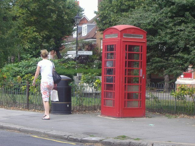 Telephone box on South Parade, Turnham Green