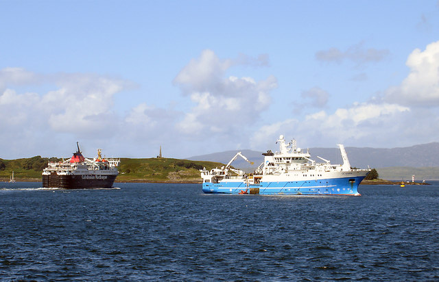 Vessels in Oban Bay