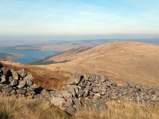 Dry stone wall descending from Meaul