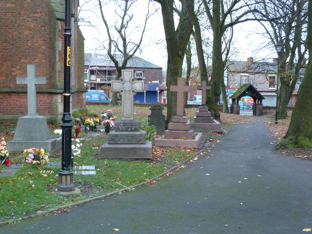 Christ Church, Ashton-Under-Lyne, Graveyard