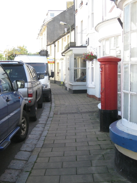Pillar box between bay windows, Fore Street