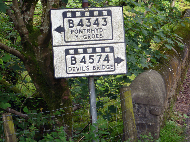 Close-up of pre-Worboys road sign on the road between Cwmystwyth and Pont-Rhyd-y-groes