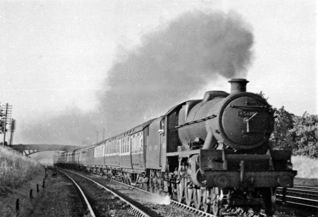 Newcastle - Bristol express near Haresfield