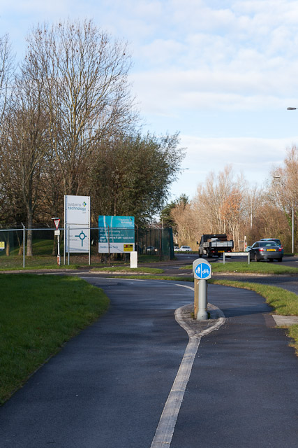 Pavement and Cycleway approaching Silverthorne Way