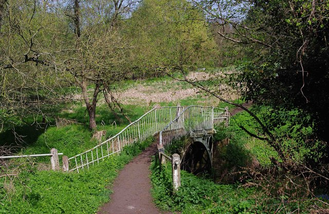 Footbridge over the River Stour near Austcliff Bridge