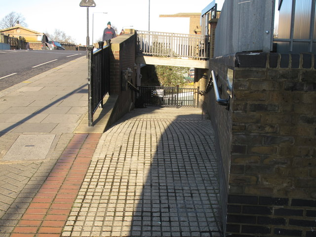 Paddington Arm bridge 4 - ramp from Ladbroke Grove to towpath