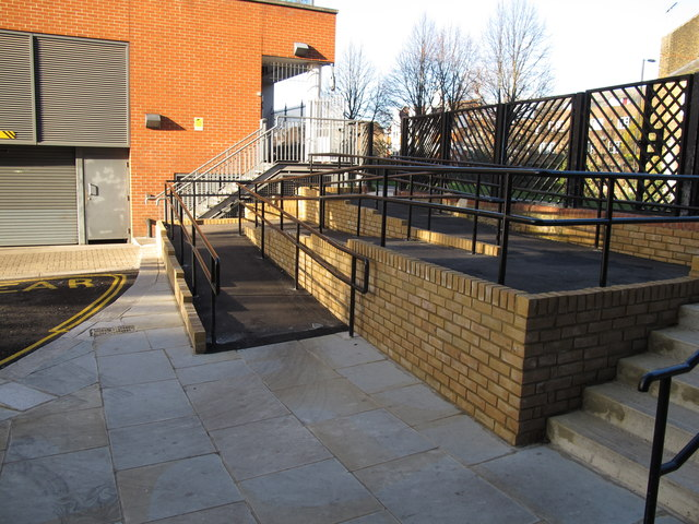 Paddington Arm - ramp to towpath from Alderson Street
