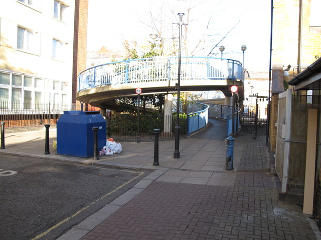 Footbridge 4b Paddington Arm, Wedlake Street access