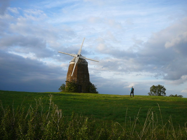 Walking towards the windmill on Windmill Hill, Compton Wynyates