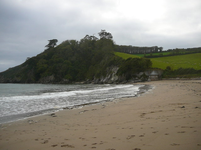 View west along Meadowsfoot Beach, Mothecombe