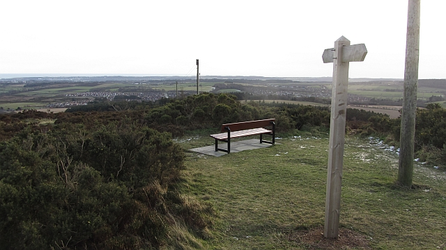 Sign and seat on Brimmond Hill