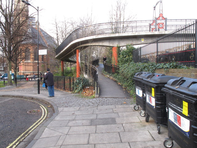 Footbridge 3B Paddington Arm - ramp from Delamere Terrace