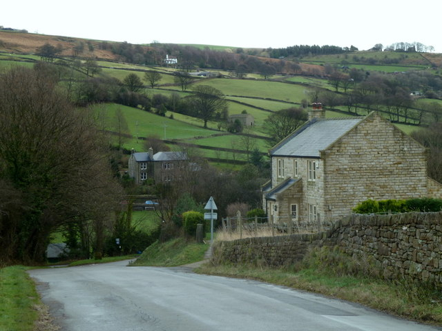 Fair House Lane descending to Low Bradfield