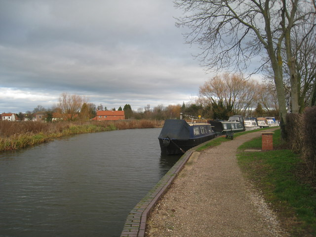 Moored boats by Clayworth Bridge