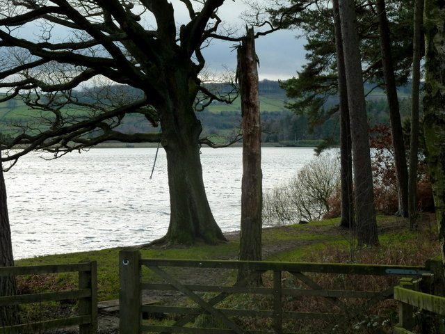 Access to the shore of Agden Reservoir