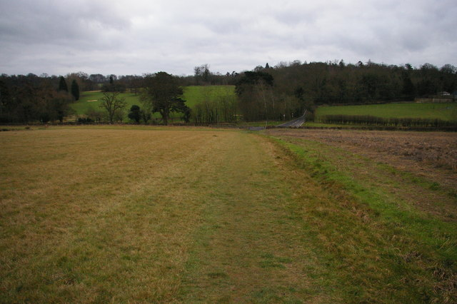 Public footpath crossing fields south of Farnborough