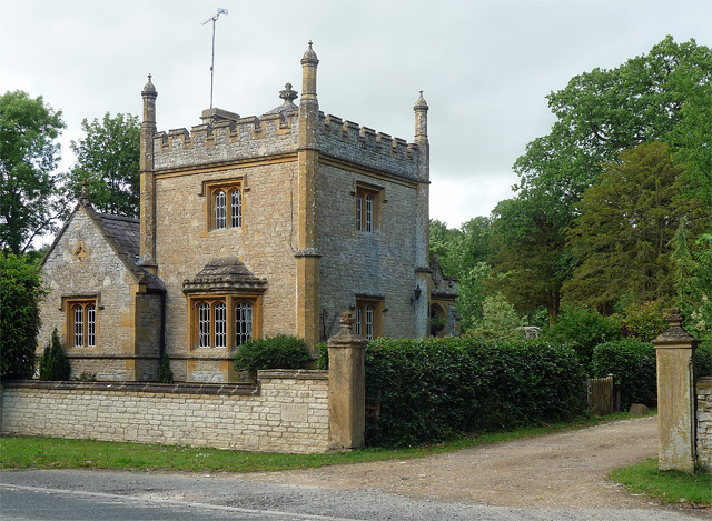 Former lodge near Long Compton