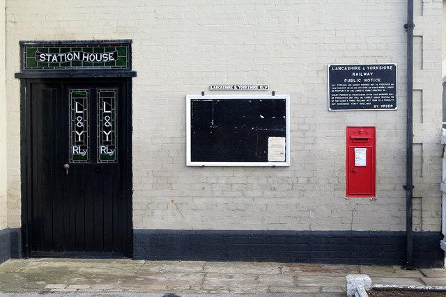 Railway Station | Hensall, Goole postbox (ref. DN14 22)