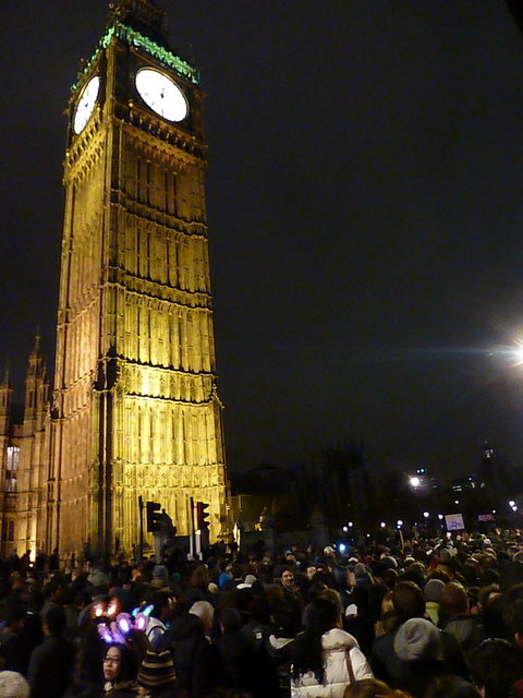 London: New Year crowds begin to disperse
