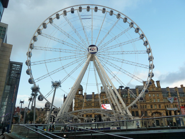 Capital Radio Ferris Wheel, Manchester © Alexander P Kapp cc-by-sa/2.0 :: Geograph Britain and ...