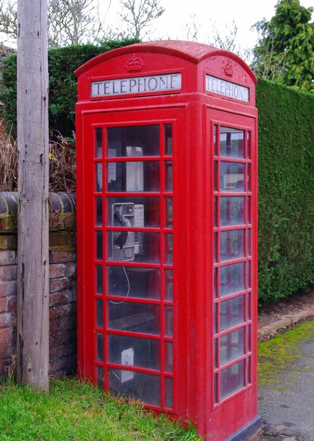 Red telephone kiosk, Main Road, Hallow