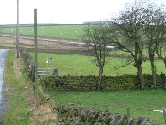 The start of the footpath to Broadstone Lodge